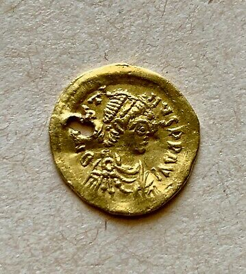 Byzantine Gold Tremissis of emperor Justin I (518-527), Constantinopolis. Nice!