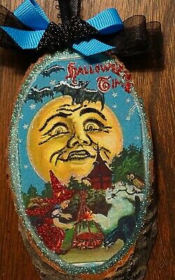 WItch ornament,wood slice,moon face,bats,cauldron,barked,Glittered,halloween