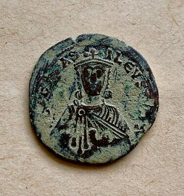 Byzantine bronze follis of emperor Leo the Wise (886-912). A nice coin!