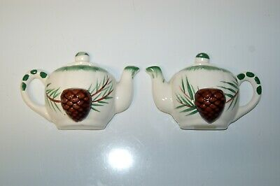 "Vintage Wall Pocket Pair 5 1/2"" wide x 3 1/2"" tall - Teacups, Pinecone"