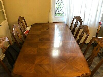 Old Charm Dark oak Dining Table with 6 chairs and 2 extending leaves