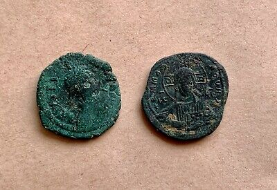 A lot of 2 bronze byzantine follis to catalogue. Nice pieces!