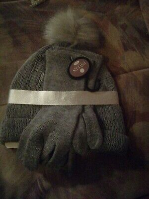 Pavers Grey Knit Acrylic Hat And Gloves Set