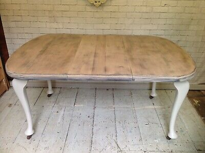 Antique mahogany extending dining table with decorative cabriole legs