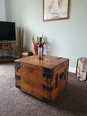 Antique blanket box/antique COFFEE TABLE Stripped pine BOX /country/farmhouse