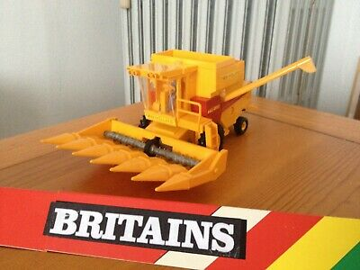 Britains moissonneuse TR85 NEW HOLLAND