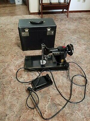 1954 Singer Featherweight 221 sewing machine with case