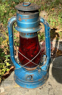 ANTIQUE DIETZ No2 BLIZZARD KEROSENE OIL LANTERN LAMP WITH RED GLOBE