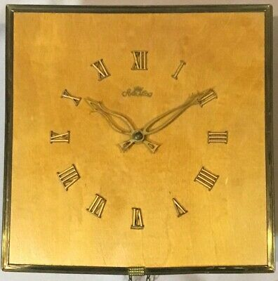 Style King Wooden Wall Clock - Cuckoo Clock Manufacturing Company - Germany