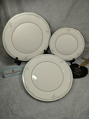 "Royal Doulton Carnation H5084 - 3 x Dinner Plates (10⅝"") + 1 x Salad Plate (8"")"