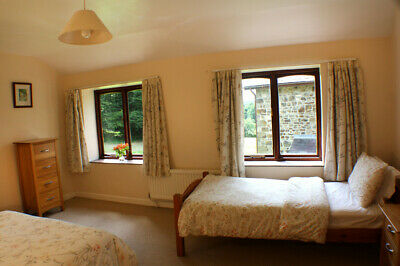 Pembrokeshire Organic Farm Holiday Cottage. Sleeps 3+1 Infant. Dogs Welcome!