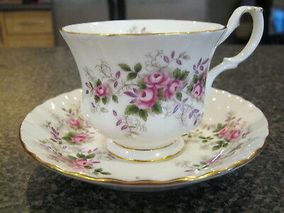 ROYAL ALBERT TEACUP CUP SAUCER LAVENDER ROSE PATTERN FINE BONE CHINA 1960s a