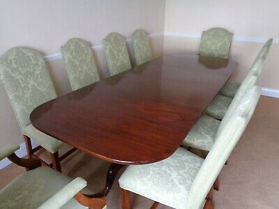 A LARGE EXTENDING 9ft MAHOGANY DINING TABLE & 10 CHAIRS / ANTIQUE STYLE