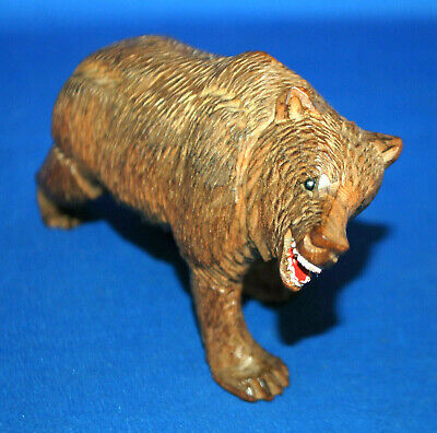 A Victorian Black Forest proeling bear figure, very well carved, antique