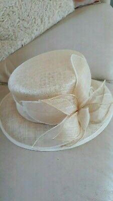 Mother of the bride/Wedding/Races Ivory hat (Debut)