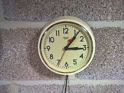Smiths Sectric small cream and white wall clock red sweep second hand