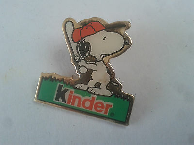 PIN'S PINS kinder snoopy  + attache