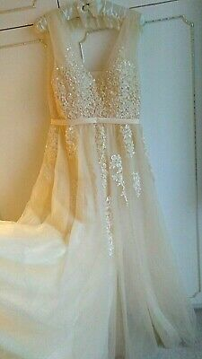 Gorgeous wedding dress size 12 (UK) comes with fur shawl, champagne, lace up