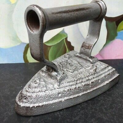 Striking Cast Iron 'Lync Wc 3' Silver Distressed Effect - Paperweight/Doorstop