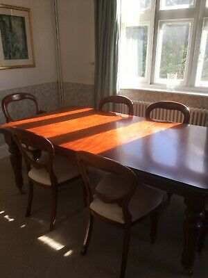 Stunning victorian style mahogany table and 6 chairs