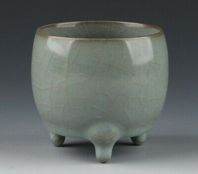 Chinese Antique Ice Cracked Porcelain Three-legged Cup