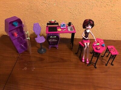 monster high home ick Classroom Playset