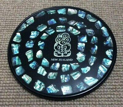 BEAUTIFUL NEW ZEALAND PAUA  SHELL INLAID TRAY With TIWI CENTERPIECE  NICE COLORS