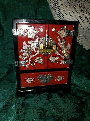 Vintage Korean jewelry box a beautiful red Lacquer With Mother Of Pearl Inlay