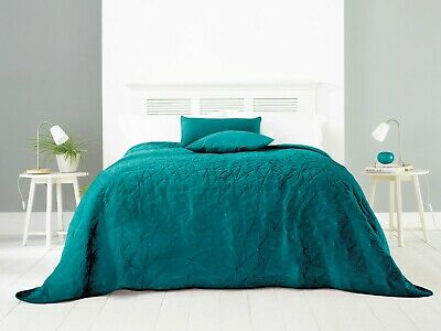 Snuggly Bedspread Embossed Triangles King-Sized Luxurious Velvet Fabric 100 Poly