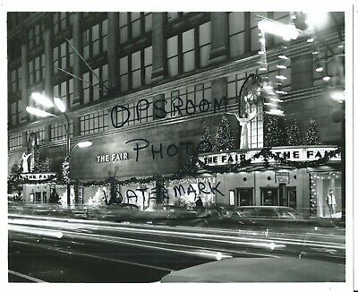 VINTAGE THE FAIR STORE STATE STREET CHICAGO CHRISTMAS TIME 8x10 PHOTO