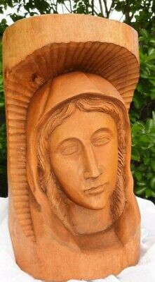 Mother Mary Religious Figure Skillful Depiction In Timber