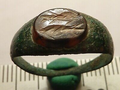 5379	Ancient Roman bronze ring with intaglio - two fish
