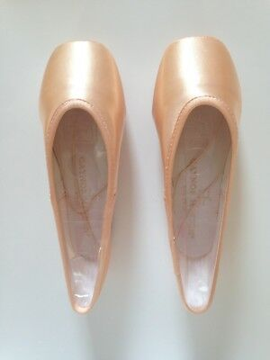 1 x Gaynor Minden Pair Of ballet pointe shoes, Size: CL-9N3HDH - GLOBAL DELIVERY