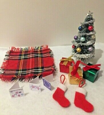 Sylvanian Families Christmas tree, rug, gifts, stockings & cards living room set