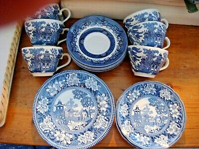 China/Porcelain - Set of 6 tea cups & saucers, milk jug, sugar bowl and teapot