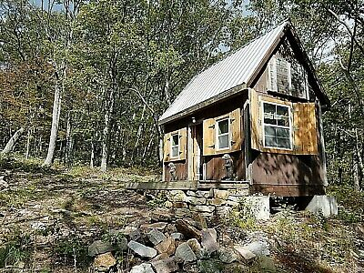 Cabin TOP of Mountain on 1+Acres Gated Shawneeland (Lake) Winchester Virginia