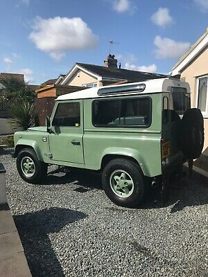 Land Rover Defender 90 (Heritage replica)