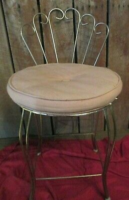 Vtg Hollywood Regency Clam Shell Metal Vanity Chair pink cushion