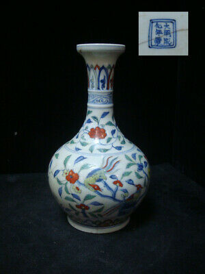 """Antique Chinese """"DouCai"""" Hand Painting Porcelain Vase Marked """"ChengHua"""""""