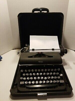 Old Vtg Royal Quiet De Luxe Portable Typewriter Works, With Case