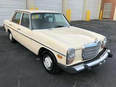 1975 Mercedes-Benz 200-Series 4 door 1975 Mercedes 240D diesel sedan