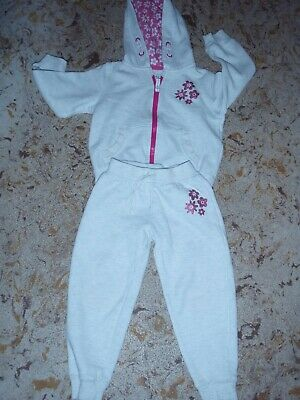 girls age 3 - 4 years tracksuit  Primark