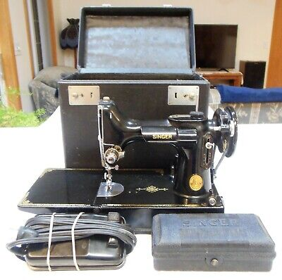 1947 Singer Featherweight 221 Black Fancy Scroll Face & Case & Button Attachment