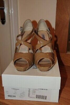 LK Bennett Sandy shoes in Taupe, Patent, size UK5.5(EU38.5)