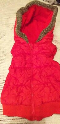 F&F Girls Red Quilted Gilet Body Warmer /Hood/Fleece Lined Age 2-3 Years