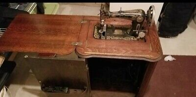 1907 Singer treadle sewing machine  oak cabinet *Bel Isle - Sphinx Model*