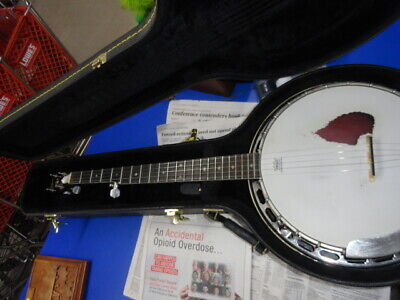 Gibson 5 string banjo with hard case