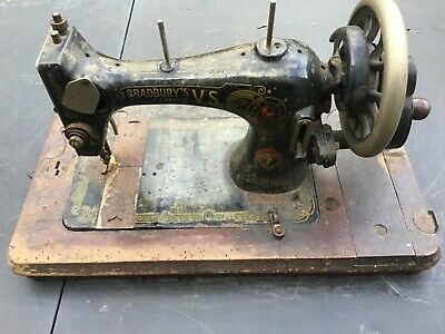 Antique vintage Bradburys VS hand crank manual sewing machine