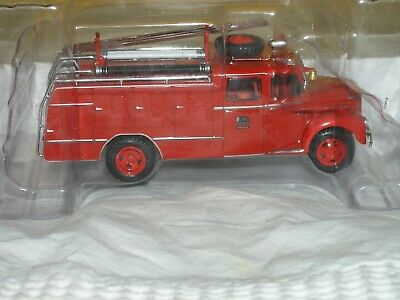Ebro B45 Voiture De Collection Camion Cars Vintage 1/43