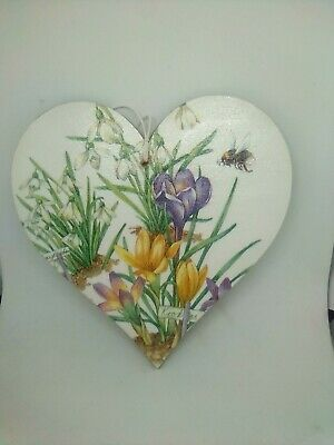 Nature Floral Bee design MDF heart 15cm Wall Hanging perfect gift Spring.